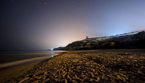 Sulla spiaggia di Gela